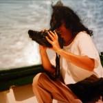 """In barca intorno alle Eolie, catturando sequenze per """"Fantasie"""" e """"Sirena di Sale""""."""